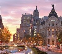 Vuelos a Madrid: Vista de noche de la calle de Alcalá