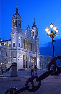 Vuelos a Madrid: La Almudena